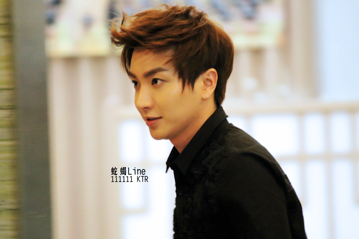 PICT] Leeteuk's new hairstyle..our Prince so handsome gt;__