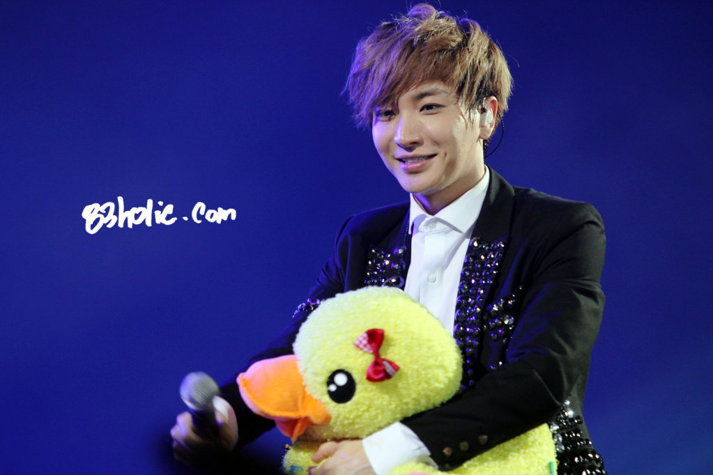 PICTS] 120414 Super Junior SS4 – Leeteuk  WGM Leeteuk and Kang Sora